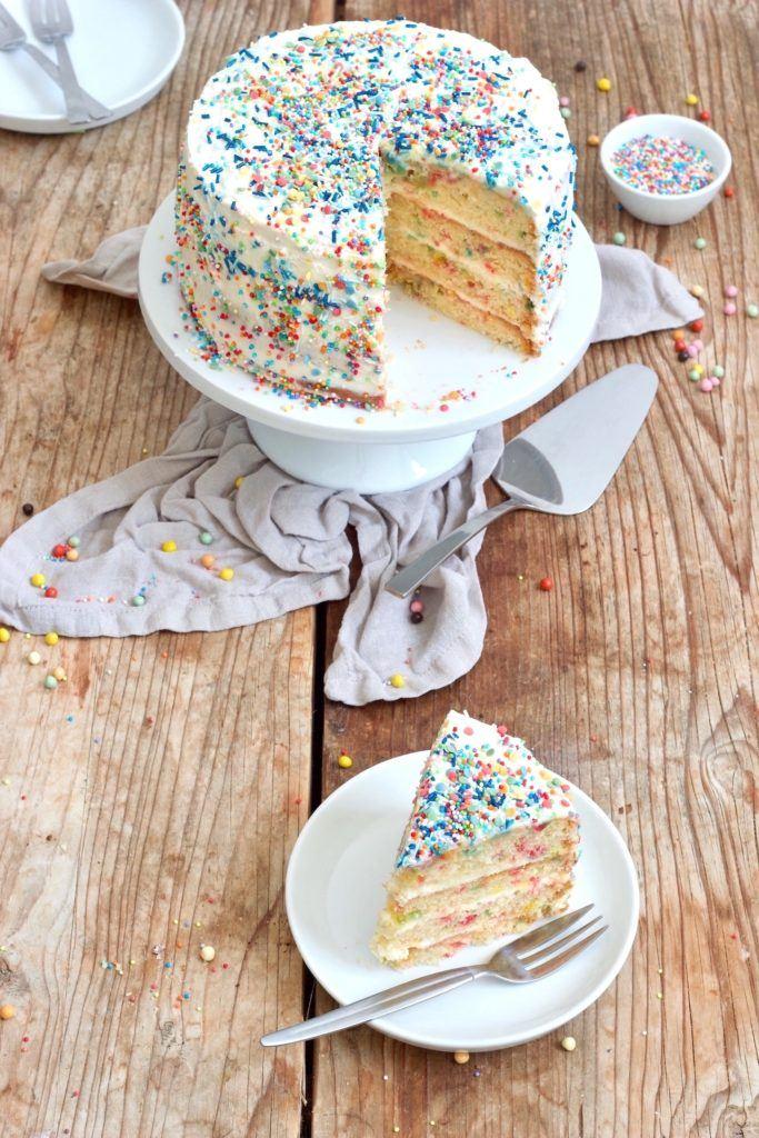 Leckere Funfetti Torte für den Kindergeburtstag und den Fasching nach einem Rezept von Sweets & Lifestyle®
