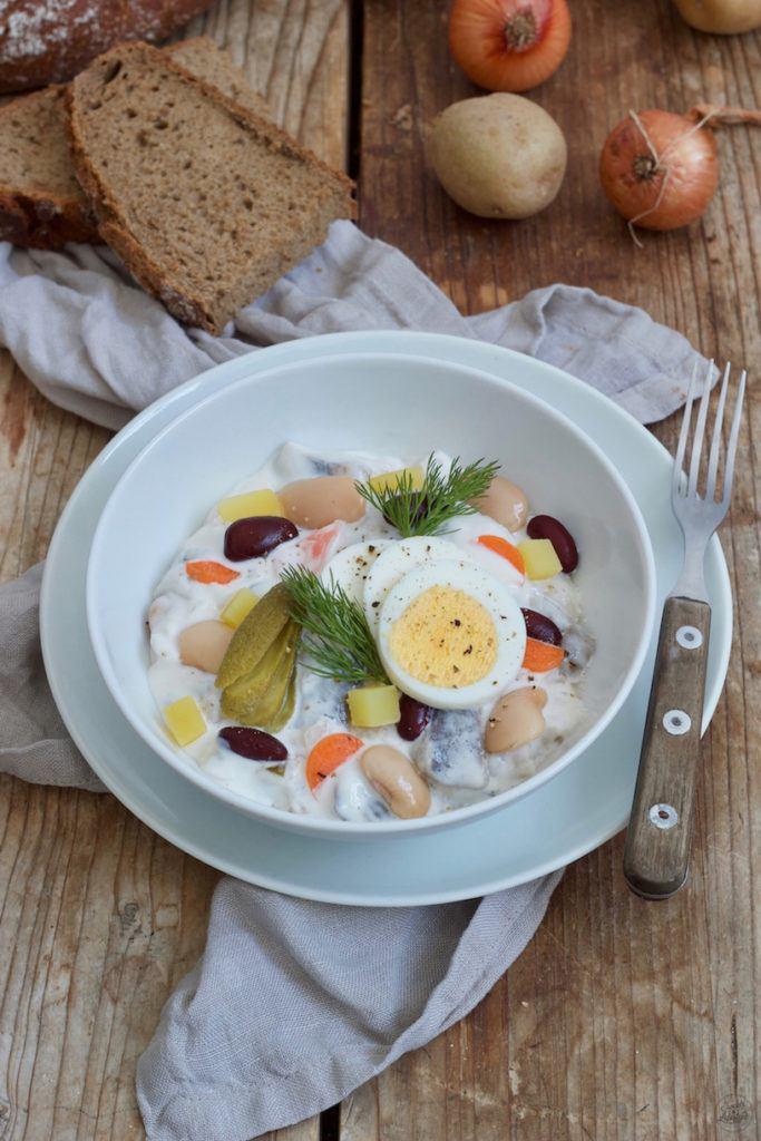 Heringssalat klassisch mit Bohnen, Erdäpfel und Apfel für den Heringsschmaus nach einem Rezept von Sweets & Lifestyle®