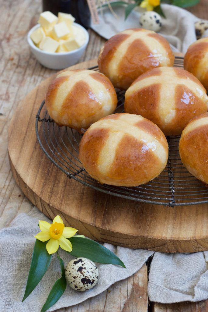 Hot Cross Buns für den Osterbrunch nach einem Rezept von Sweets & Lifestyle®