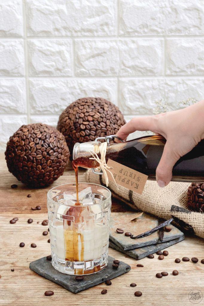 Selbst gemachten Kaffeesirup in kalte Milch geben um einen schnellen Eiskaffee genießen zu können wie Verena von Sweets & Lifestyle®