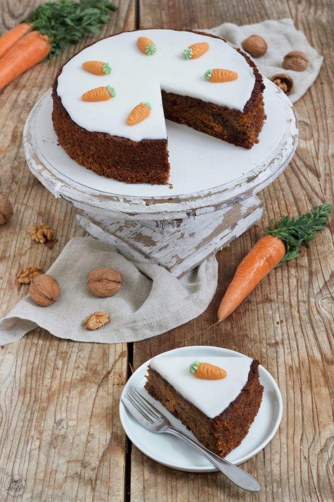 Einfaches Karottenkuchen Rezept ohne Mehl mit Nüssen von Sweets & Lifestyle®