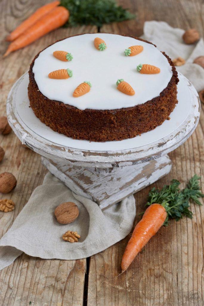 Leckerer Karottenkuchen mit Nüssen nach einem Rezept von Sweets & Lifestyle®
