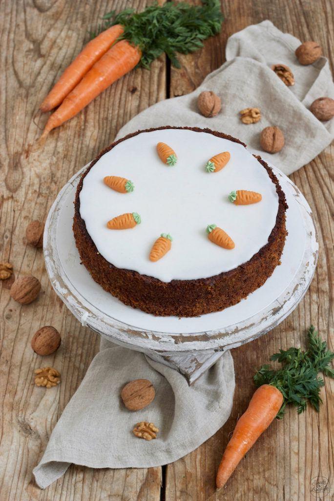 Saftiger Karottenkuchen mit Nüssen ohne Mehl nach einem Rezept von Sweets & Lifestyle®
