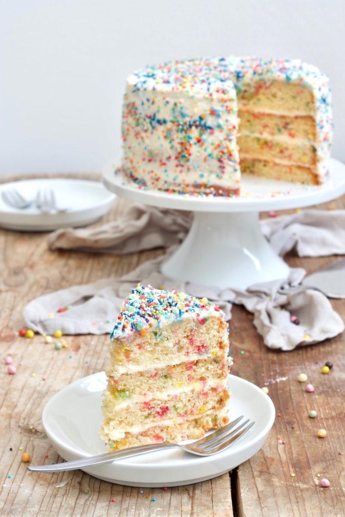 Einfache Konfetti Torte nach einem Rezept von Sweets & Lifestyle®