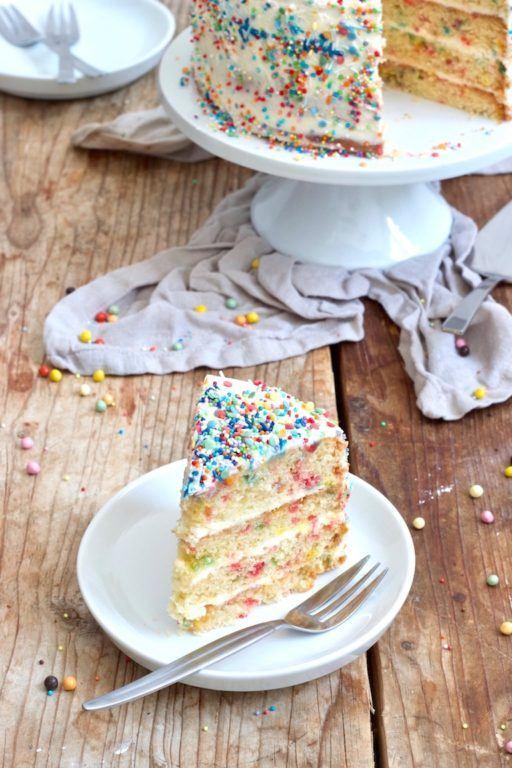 Konfettitorte mit buntem Kuchenboden nach einem Rezept von Sweets & Lifestyle®