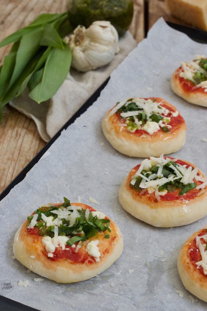 Mini-Bärlauchpizza als Fingerfood nach einem Rezept von Sweets & Lifestyle®