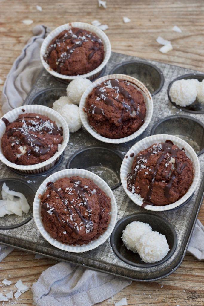 Saftige Schoko-Kokos-Muffins die vegan sind nach einem Rezept von Sweets & Lifestyle®