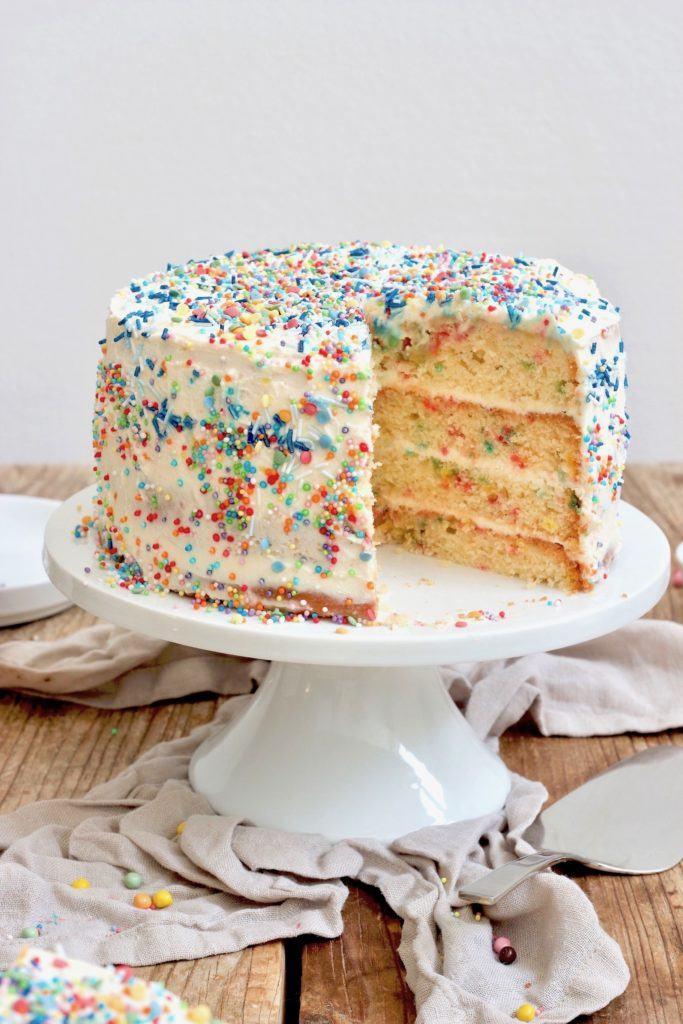 Sprinkles Torte auch Konfetti Torte genannt nach einem Rezept von Sweets & Lifestyle®