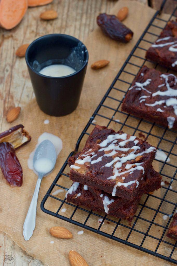 Zuckerfreie vegane Süßkartoffel Brownies nach einem Rezept von Sweets & Lifestyle®