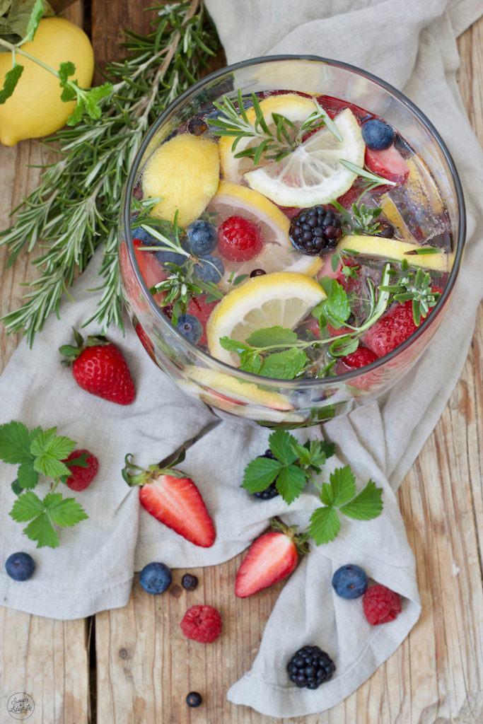 Alkoholfreie Beeren Bowle nach einem leckeren Rezept von Sweets & Lifestyle®