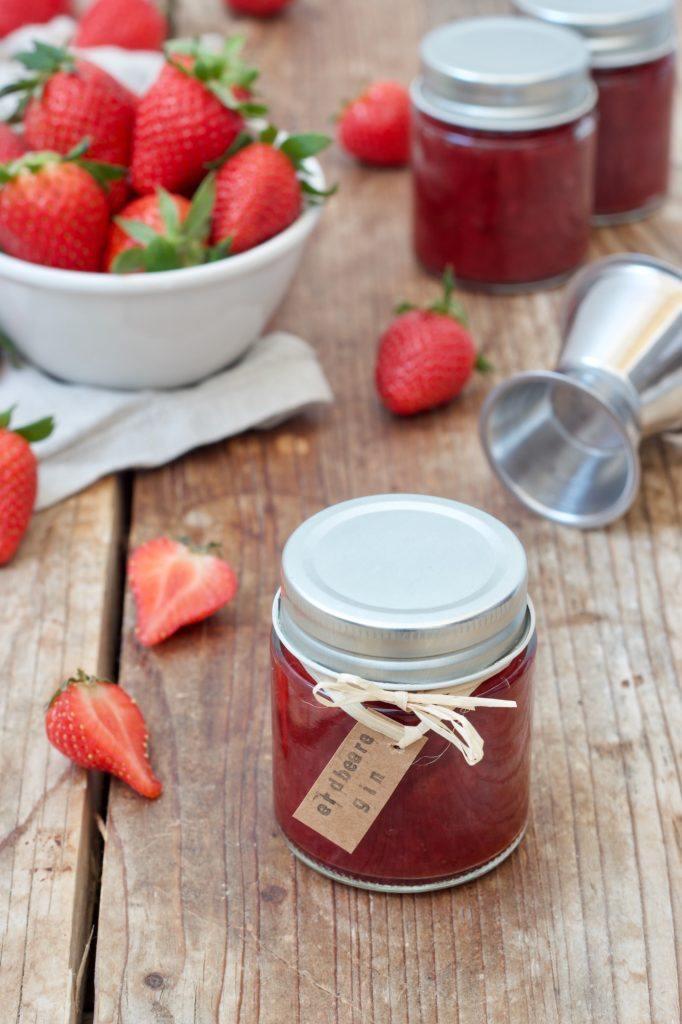 Erdbeer-Gin-Marmelade nach einem Rezept von Sweets & Lifestyle® gemacht mit dem Weinviertel Gin der Brennerei Roman Kraus