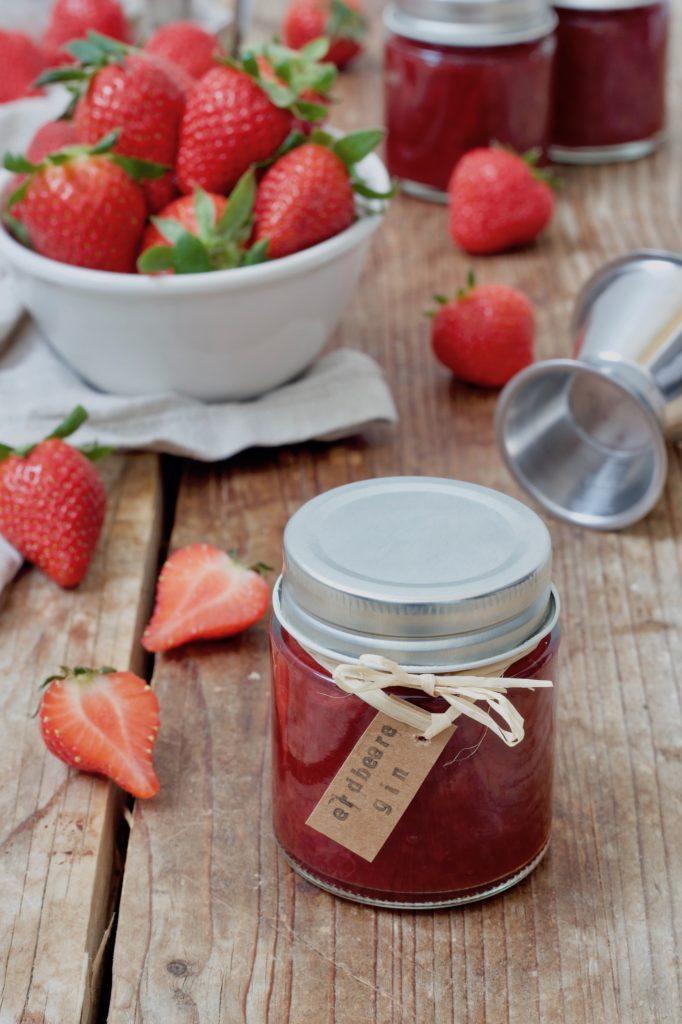 Selbst gemachte Erdbeermarmelade mit Gin nach einem Rezept von Sweets & Lifestyle®