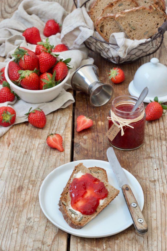 Fruchtige Erdbeer-Gin-Marmelade nach einem Rezept von Sweets & Lifestyle®