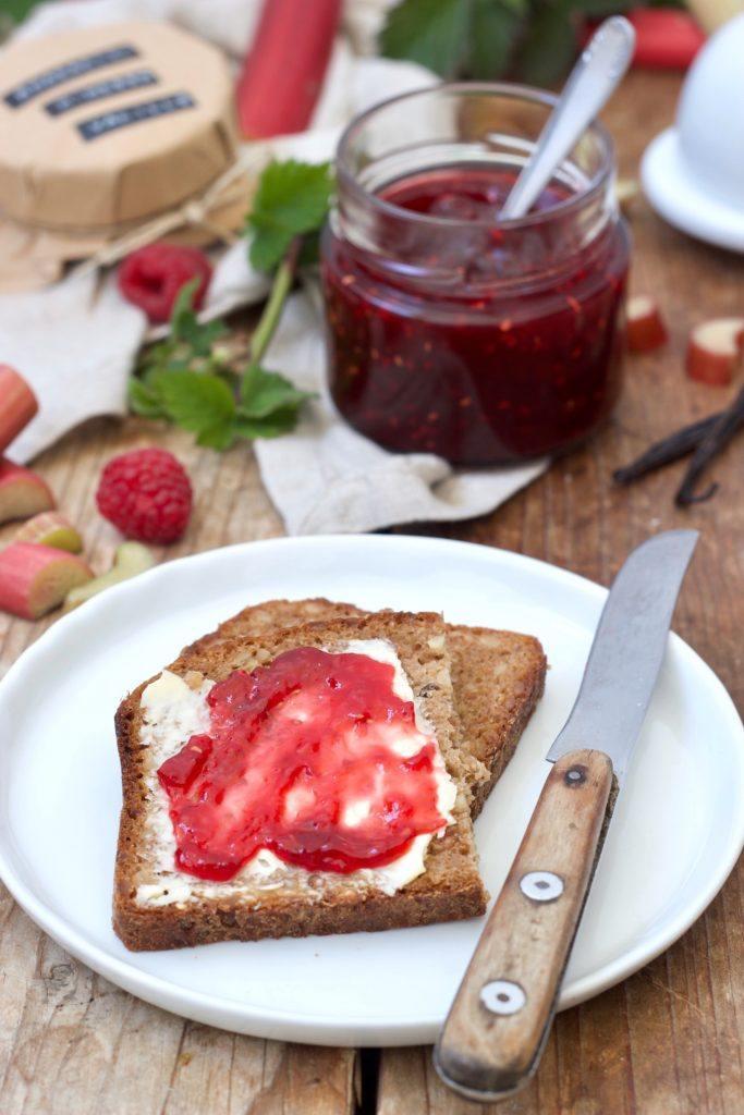 Fruchtige Rhabarber-Himbeer-Marmelade mit Vanille nach eine Rezept von Sweets & Lifestyle®