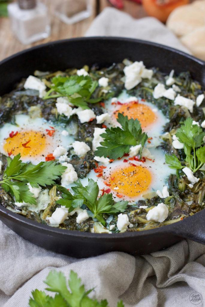 Grüne Shakshuka mit Spinat nach dem einfachen und leckeren Rezept von Sweets & Lifestyle®