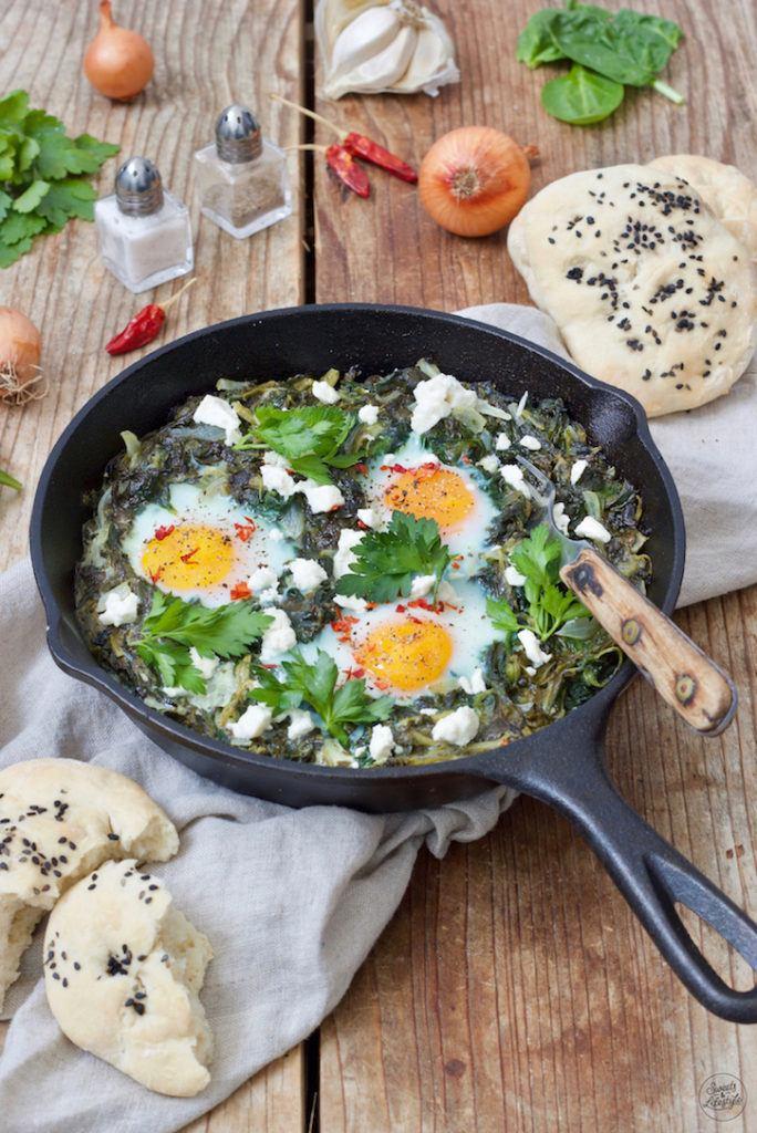Leckere grüne Shakshuka mit Spinat für den Osterbrunch nach einem Rezept von Sweets & Lifestyle®
