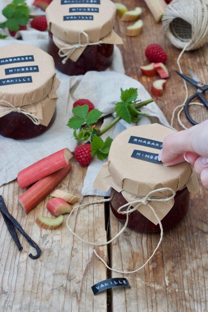 Leckere selbst gemachte Rhabarber-Himbeer-Marmelade mit Vanille nach einem Rezept von Sweets & Lifestyle®