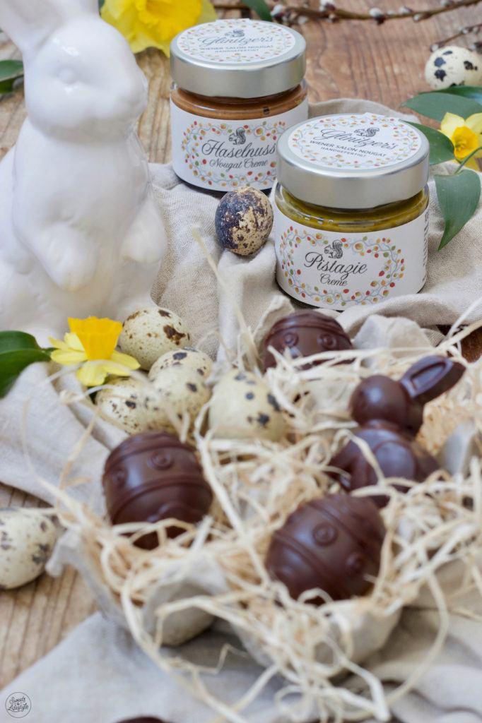 Mit Wiener Salon Nougatcreme gefüllte Schokoeier als Osterpralinen nach einem Rezept von Sweets & Lifestyle®