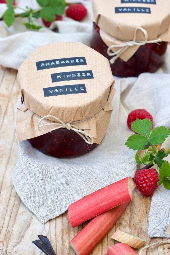 Leckere Rhabarber-Himbeer-Marmelade mit Vanille nach einem Rezept von Sweets & Lifestyle®
