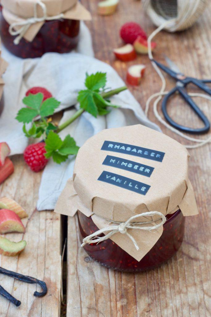 Rhabarber-Himbeer-Marmelade mit Vanille nach einem Rezept von Sweets & Lifestyle®