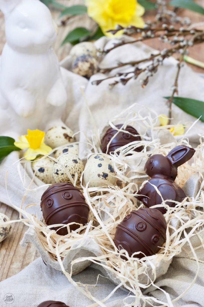 Schoko Eier gefüllt mit Wiener Salon Nougat als Osterpralinen nach einem Rezept von Sweets & Lifestyle®