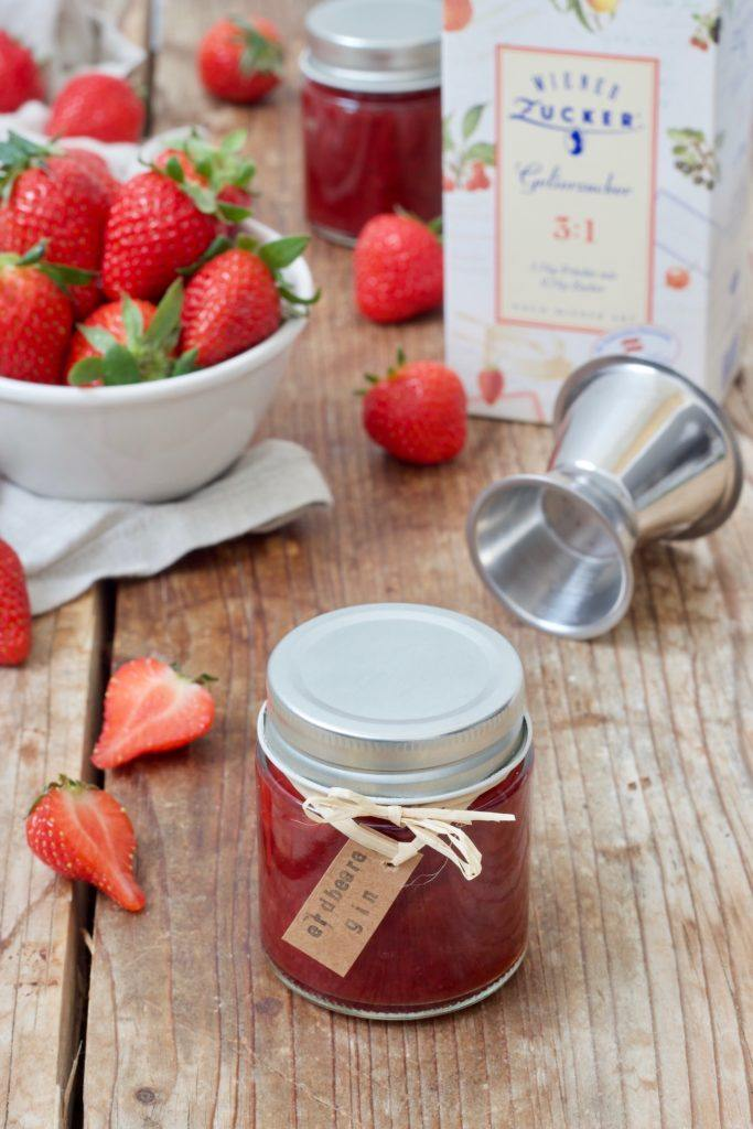 Selbst gemachte Erdbeer-Gin-Marmelade nach einem Rezept von Sweets & Lifestyle®