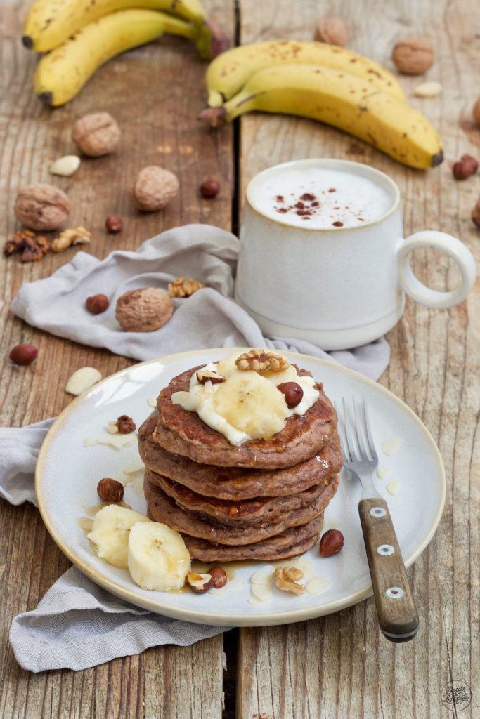 Leckeres Bananen Pancakes Rezept ohne Mehl und ohne Zucker von Sweets & Lifestyle®