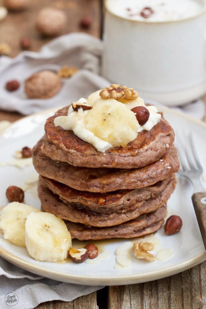 Leckere Bananen Pancakes ohne Mehl und ohne Zucker zum Frühstück nach einem Rezept von Sweets & Lifestyle®