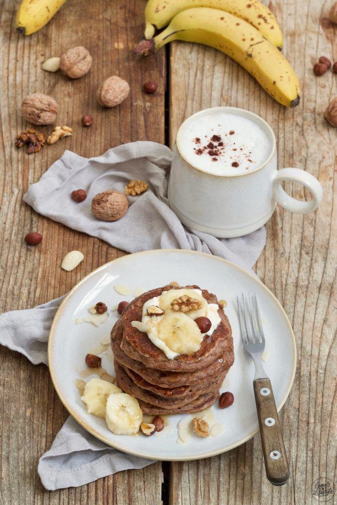 Leckere Bananen Pancakes ohne Mehl und ohne Industriezucker nach einem Rezept von Sweets & Lifestyle®