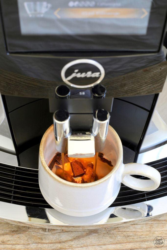 Mexican Coffee Zubereitung mit dem Jura S8 Kaffeevollautomaten von Sweets & Lifestyle®