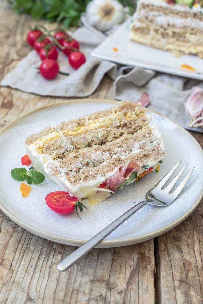 Pikante Brottorte gefüllt mit verschiedenen Aufstrichen nach einem Rezept von Sweets & Lifestyle®