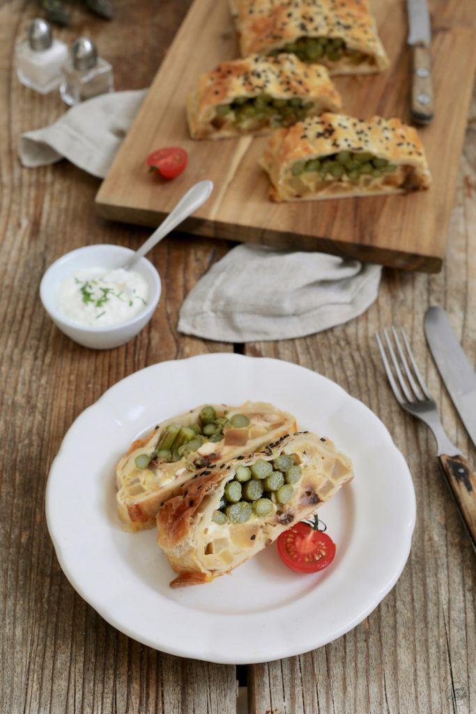 Vegetarischer Spargelstrudel mit Feta und getrockneten Tomaten nach einem Rezept von Sweets & Lifestyle®