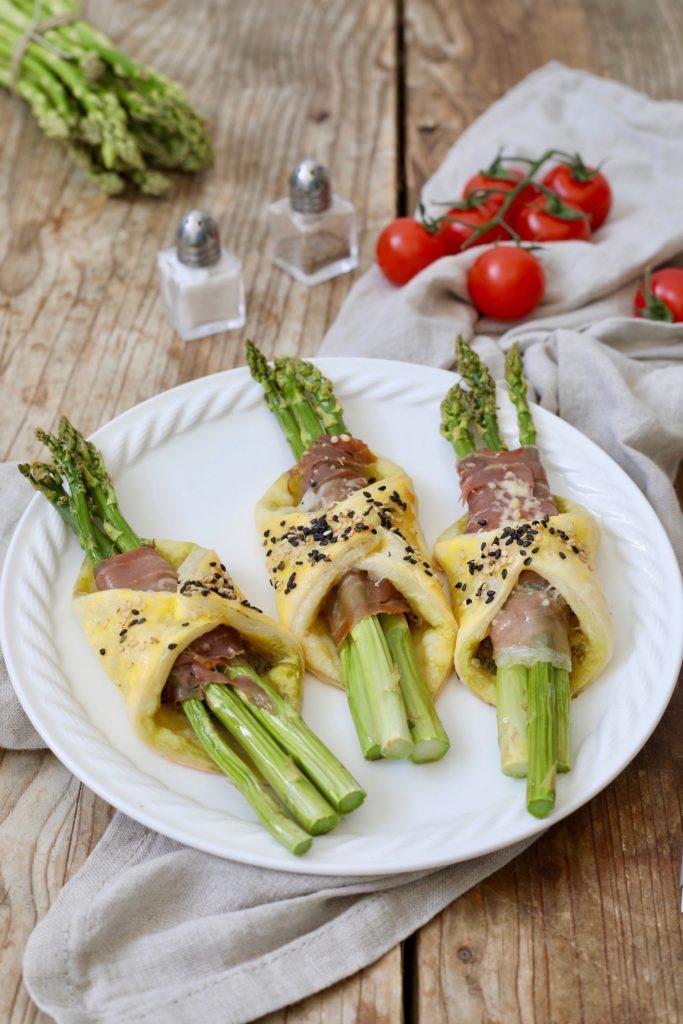 Leckere Spargeltaschen aus Blätterteig mit Schinken-Käse-Füllung nach einem Rezept von Sweets & Lifestyle®
