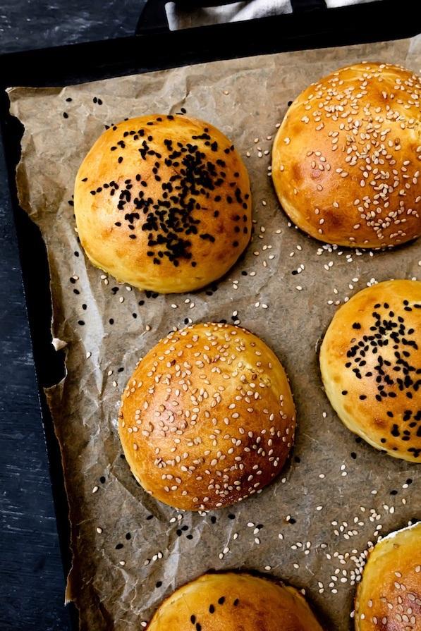 Leckeres Brioche Burger Buns Rezept mit Trockenhefe von Sweets & Lifestyle®