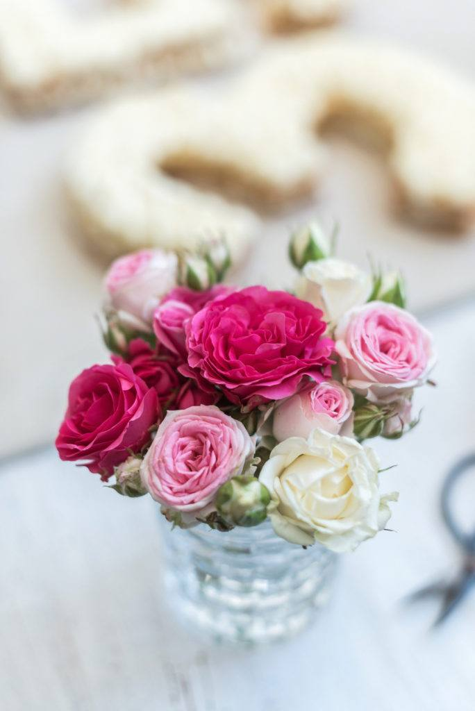 Frische Blumen für die Verzierung der Number Cake von Sweets & Lifestyle®