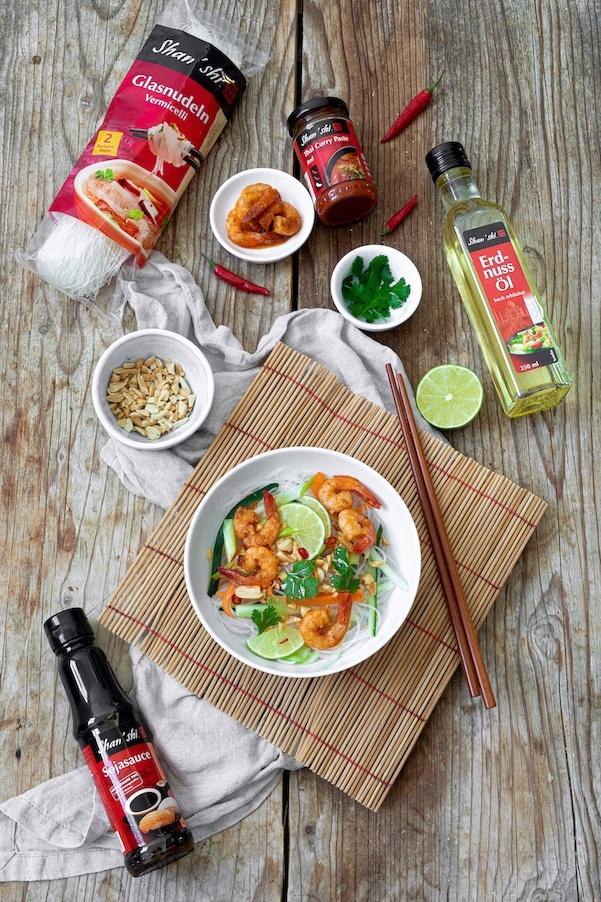 Glasnudelsalat mit gebratenen Garnelen nach einem Rezept von Sweets & Lifestyle® zubereitet mit Shan'Shi Produkten