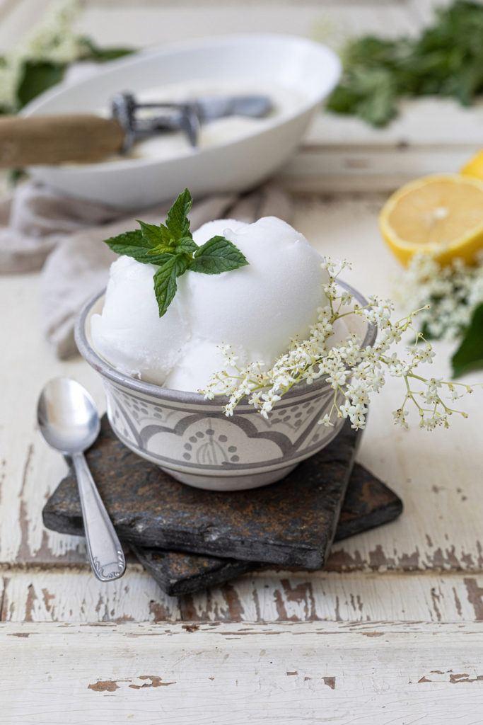 Holunderblütensorbet nach einem Rezept von Sweets & Lifestyle®