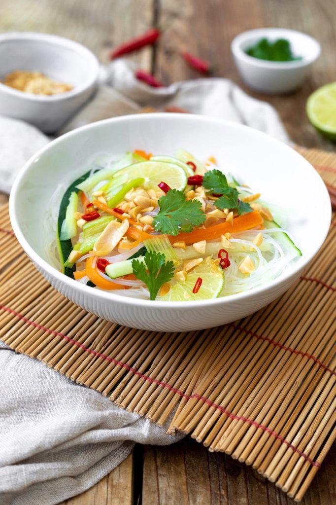 Leckerer Glasnudelsalat mit Gemüse nach einem Rezept von Sweets & Lifestyle®