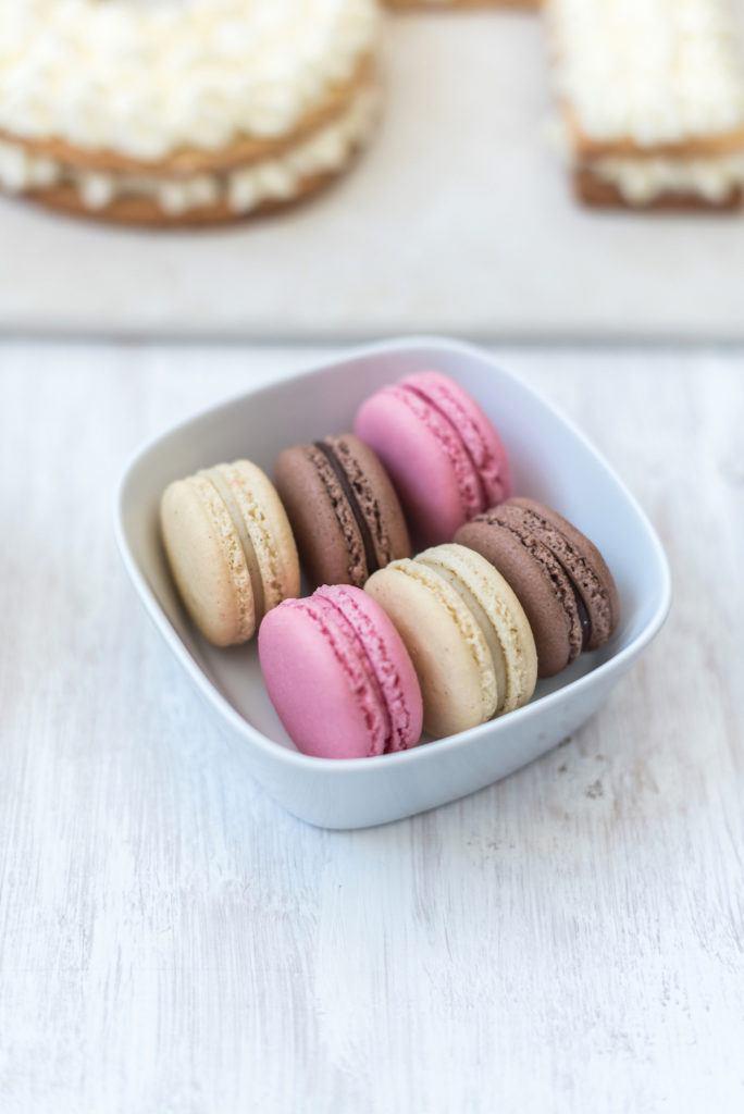 Macarons zur Dekoration der Number Cake von Sweets & Lifestyle®