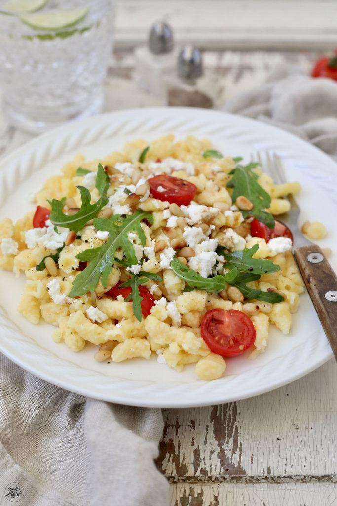 Leckerer Mediterraner Spätzlesalat als Partysalat nach einem Rezept von Sweets & Lifestyle®