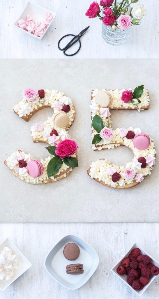 Leckere wunderschön verzierte Number Cake nach einem Rezept von Sweets & Lifestyle®