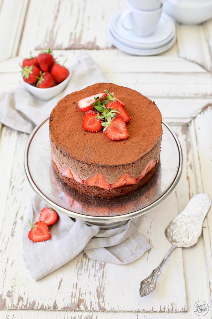 Schokomousse-Torte mit Erdbeeren nach einem Rezept von Sweets & Lifestyle®