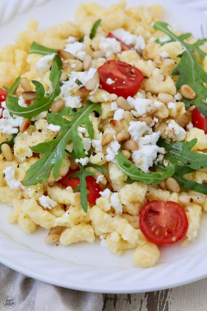 Mediterraner Spätzlesalat nach einem Rezept von Sweets & Lifestyle®