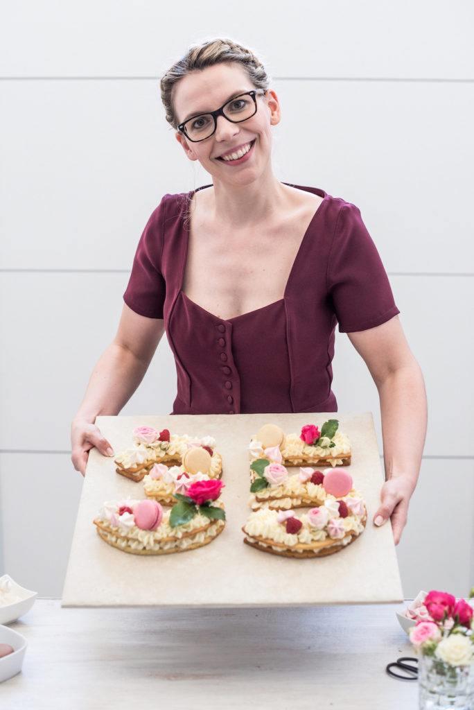 Verena von Sweets & Lifestyle® mit ihrem Number Cake