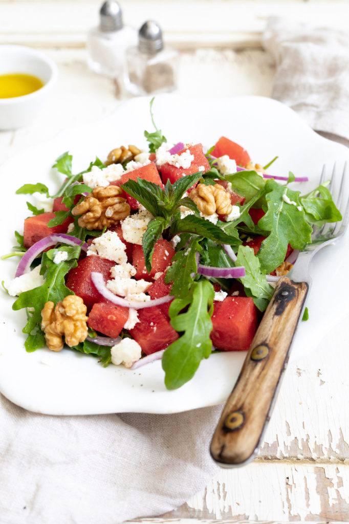 Erfrischender Wassermelonen-Feta-Salat mit Rucola nach einem Rezept von Sweets & Lifestyle®