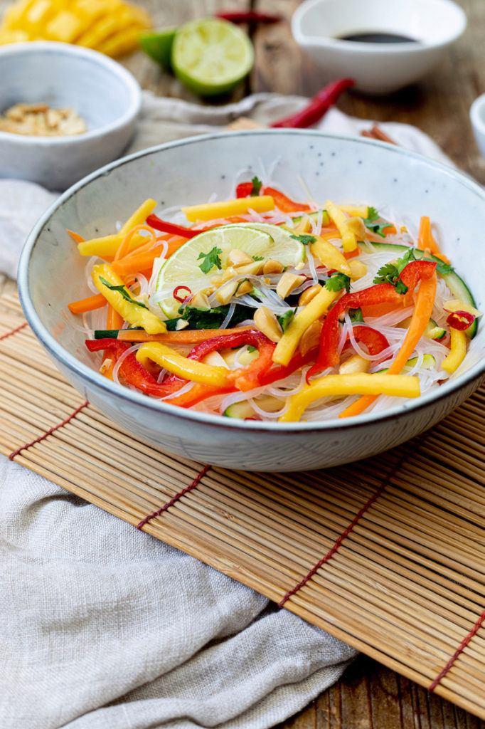 Erfrischender Glasnudelsalat mit Mango nach einem Rezept von Sweets & Lifestyle®