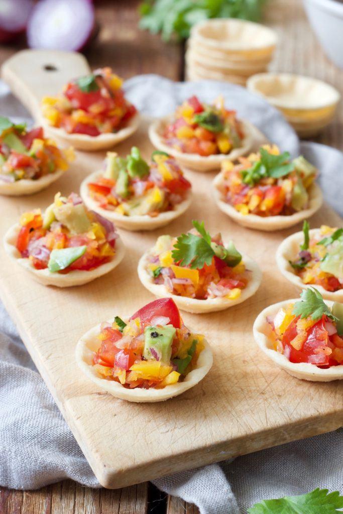 Party Cups mit Salsa als Fingerfood nach einem Rezept vonSweets & Lifestyle®