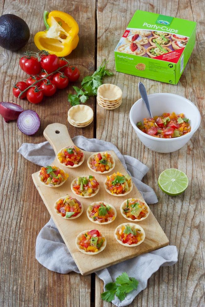 Party Cups mit Salsa gefüllt nach einem Rezept von Sweets & Lifestyle®