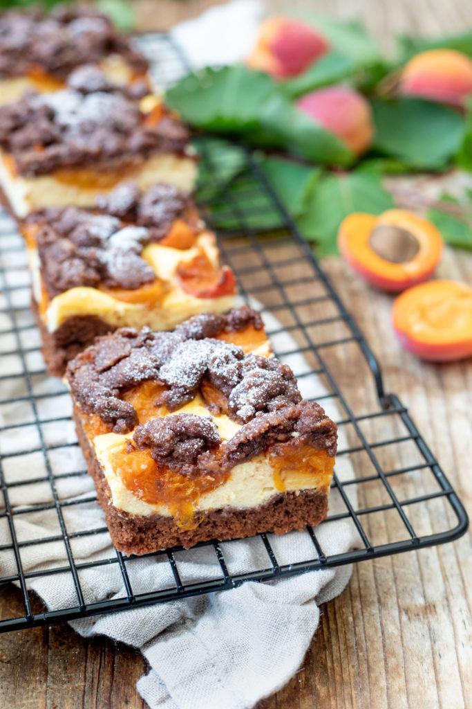 Schoko-Aprikosenkuchen mit erfrischender Quarkcreme und mit Streusel nach einem Rezept von Sweets & Lifestyle®️️