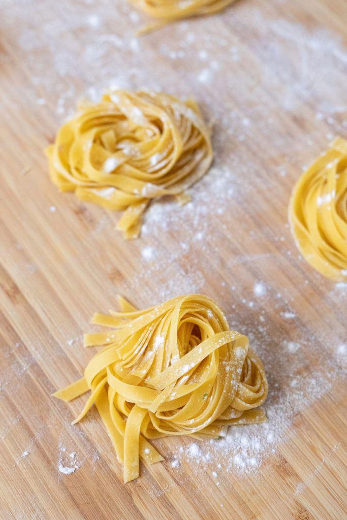 Selbst gemachte Tagliatelle Nester nach einem Rezept von Sweets & Lifestyle®